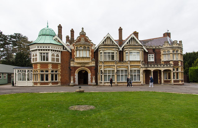 geek-travel-ideas-mansion-at-bletchley-park-ww2-code-breaking-station