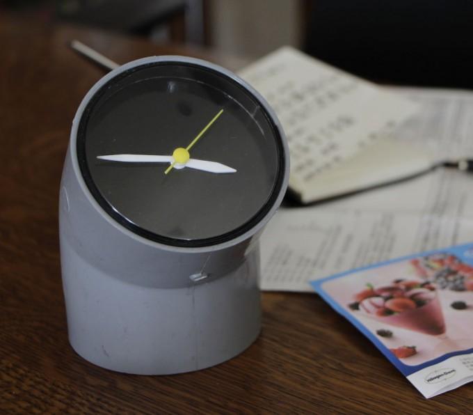Minimal diy pvc pipe clock for Cool diy gadgets