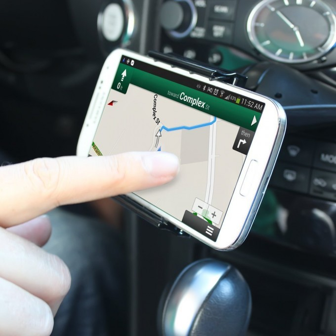 safe-driving-gps-teen-phone-cradle-gadget-reduces-distraction
