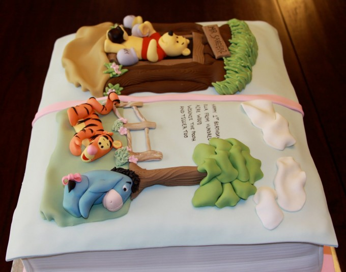 Cake Designs Book : What Kind of Geek Are You? 50+ Cool Nerd Cakes