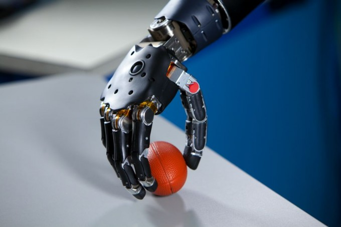 brain-controlled_prosthetic_arm_cybernetic_implant_tech