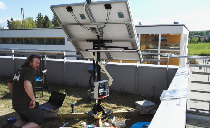 Automatic Solar Tracker with Actuators