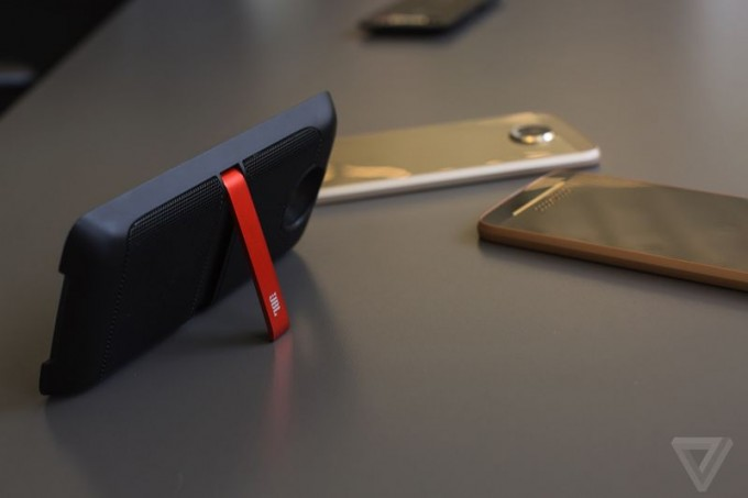 lenovo-moto-z-mod-smartphone-specs-announcement